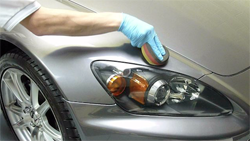 hand-polishing-car